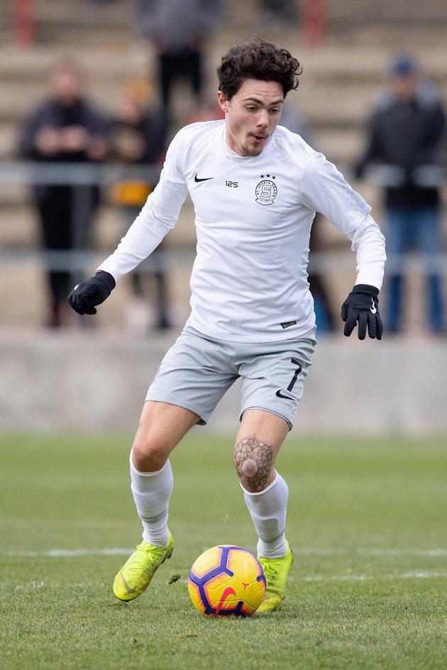 Zimní posila fotbalové Sparty Praha David Moberg Karlsson během přípravného utkání s Loko Vltavín.
