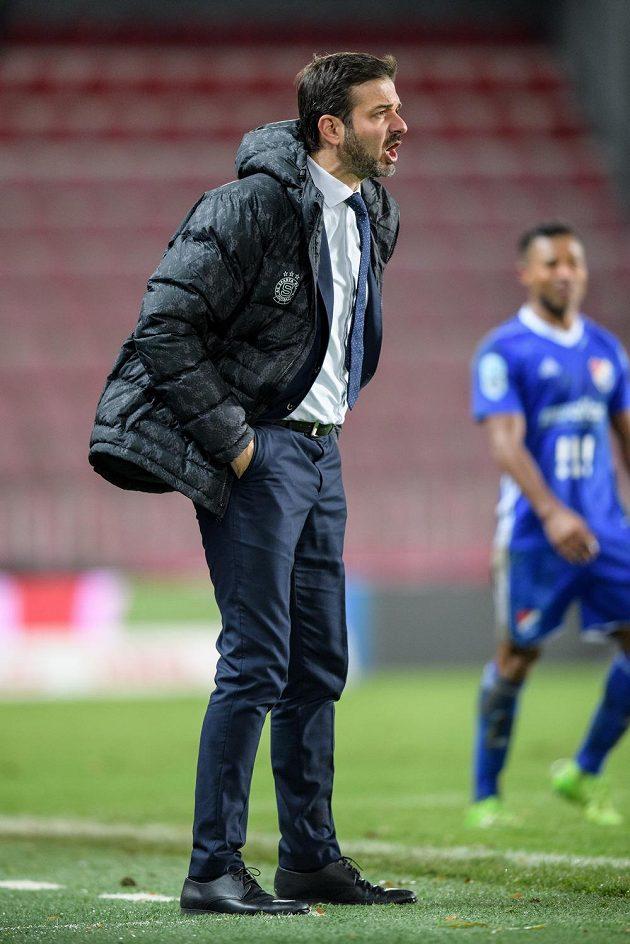 Trenér Sparty Praha Andrea Stramaccioni během utkání s Baníkem.