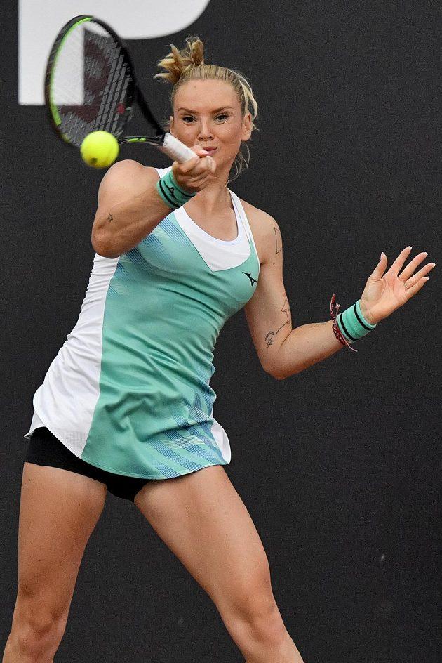 Tenisový turnaj žen LiveScore Cup, 3. června 2020 v Praze. Tereza Martincová v utkání proti Kristýně Plíškové.