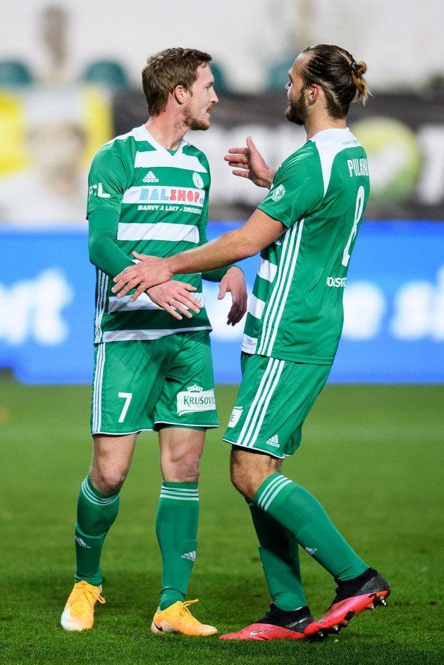 Fotbalisté Bohemians Petr Hronek (vlevo) a Matěj Pulkrab oslavují 1:0 během utkání s Teplicemi.