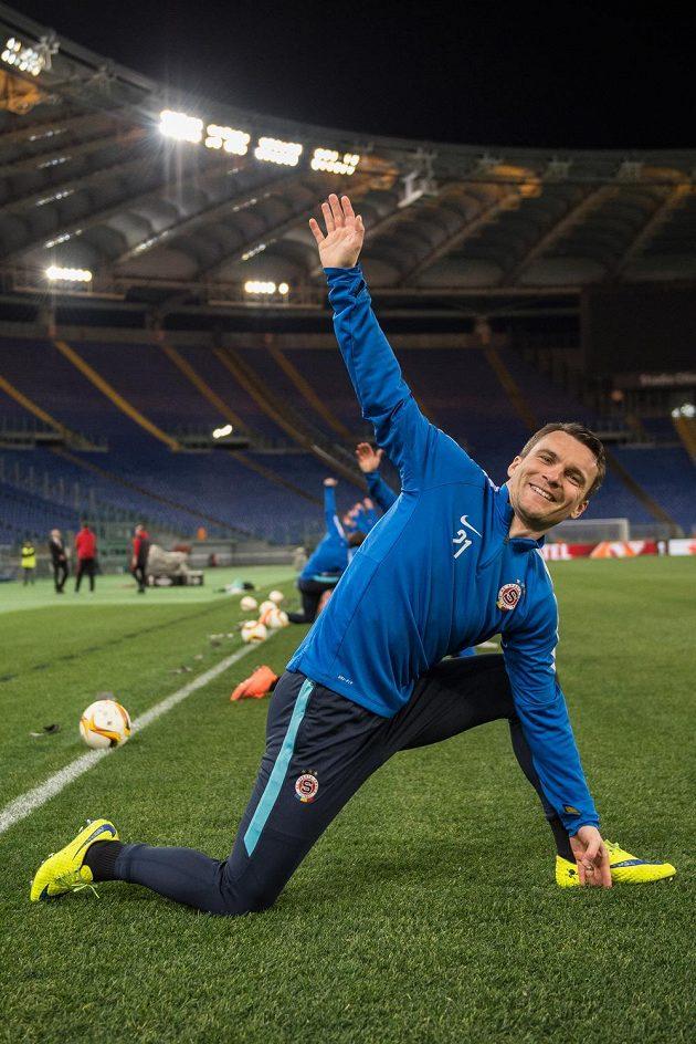 Útočník Sparty Praha David Lafata se rozcvičuje na Olympijském stadiónu v Římě.