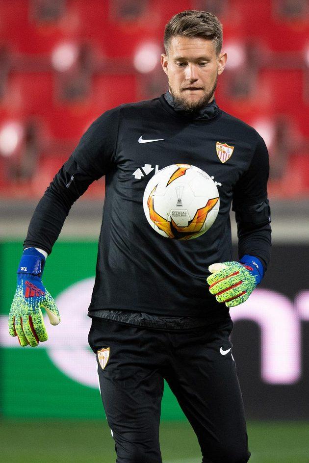 Vaclík v akci! Český brankář Sevilly Tomáš Vaclík během tréninku před utkáním se Slavií.