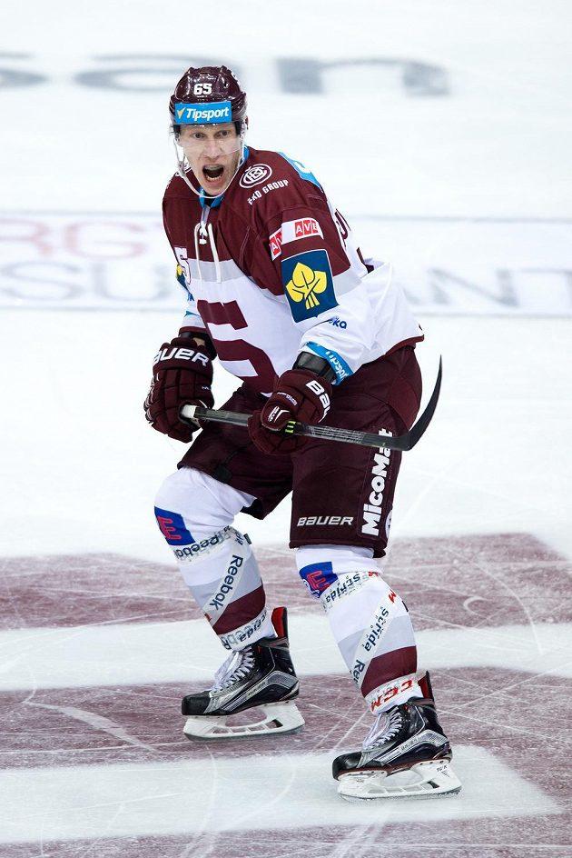 Obránce Sparty Praha Michal Čajkovský během utkání hokejové Tipsport extraligy s Vítkovicemi.