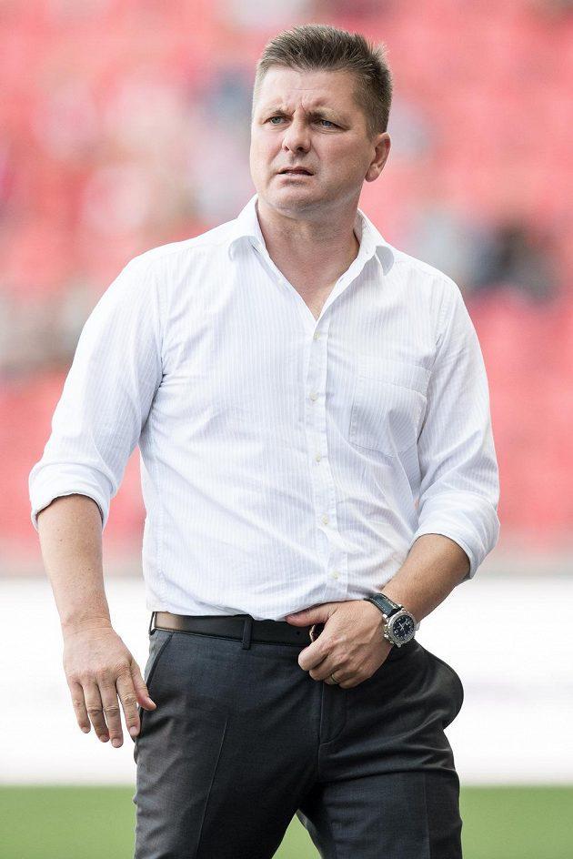Trenér Mladé Boleslavi Dušan Uhrin mladší během utkání 5. kola HET ligy na Slavii. Takhle si návrat do Edenu nepředstavoval, jeho tým prohrál 0:4.