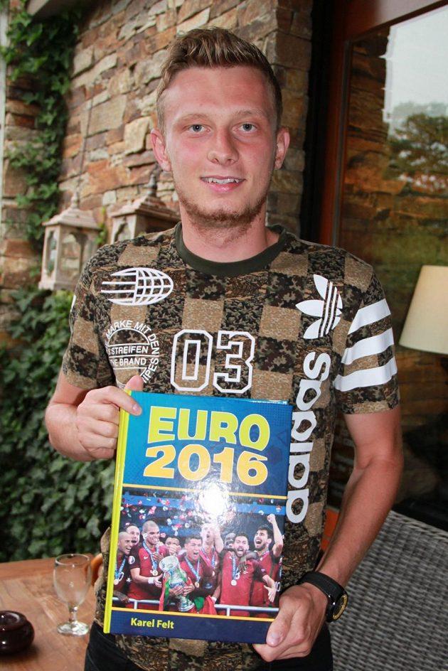 Záložník Ladislav Krejčí na křtu knihy EURO 2016.