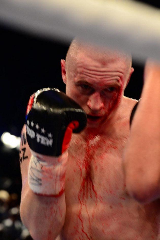 Český boxer Lukáš Konečný během souboje o titul mistra Evropy proti Francouzi Achourovi.