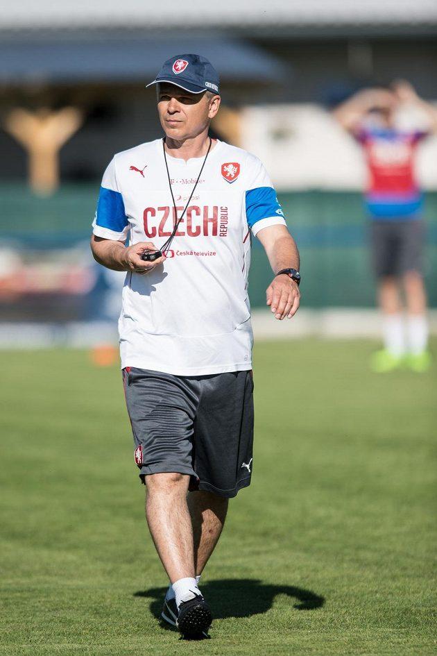 Trenér Vítězslav Lavička během tréninku reprezentace do 21 let.