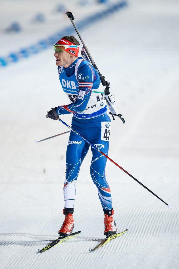 Ondřej Moravec v cíli sprintu v Novém Městě na Moravě.