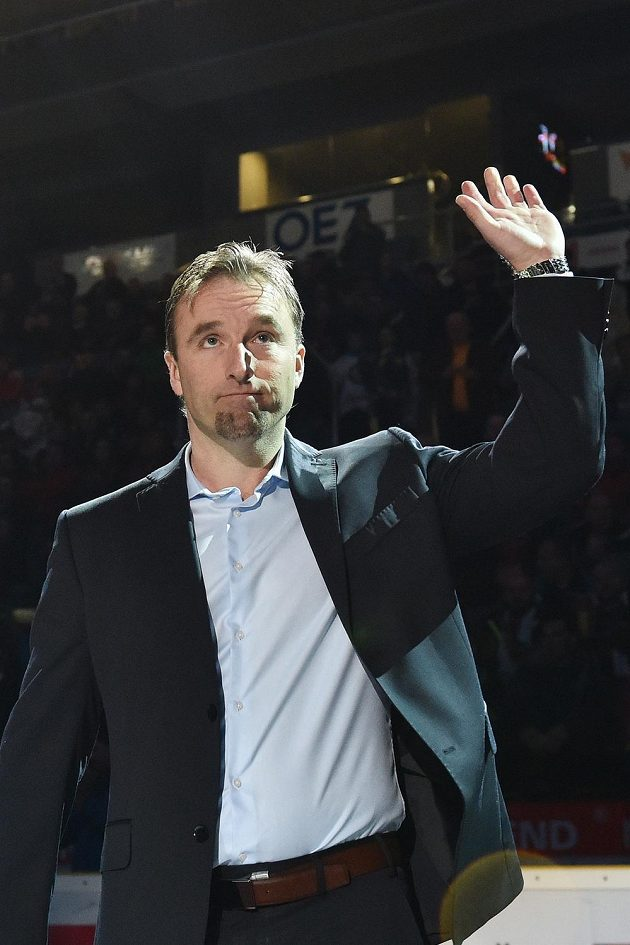 Bývalý brankář Milan Hnilička (na snímku) byl před zápasem Liberec - Sparta oceněn vyvěšením dresu s číslem 33 pod stropem arény.