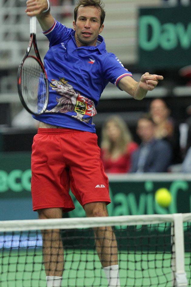 Radek Štěpánek při čtyřhře, v níž s Lukášem Rosolem hrál proti Nicolasi Mahutovi a Pierreu-Huguesu Herbertovi z Francie.