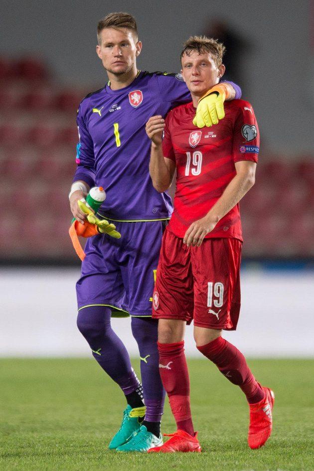 Tomáš Vaclík (vlevo) a Ladislav Krejčí po skončení kvalifikačního střetnutí MS 2018 Česká republika - Severní Irsko.