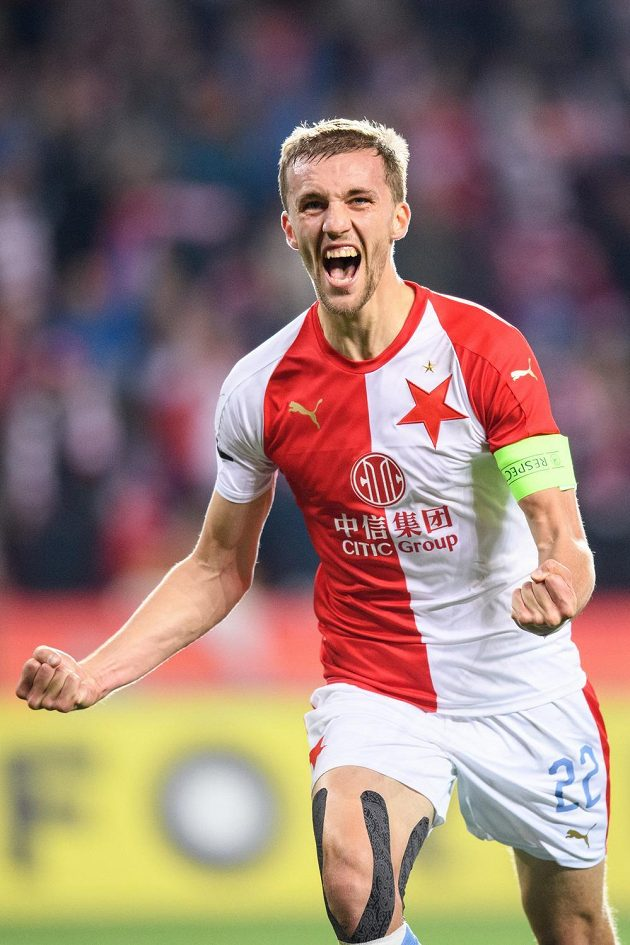 Tomáš Souček ze Slavie Praha oslavuje gól.