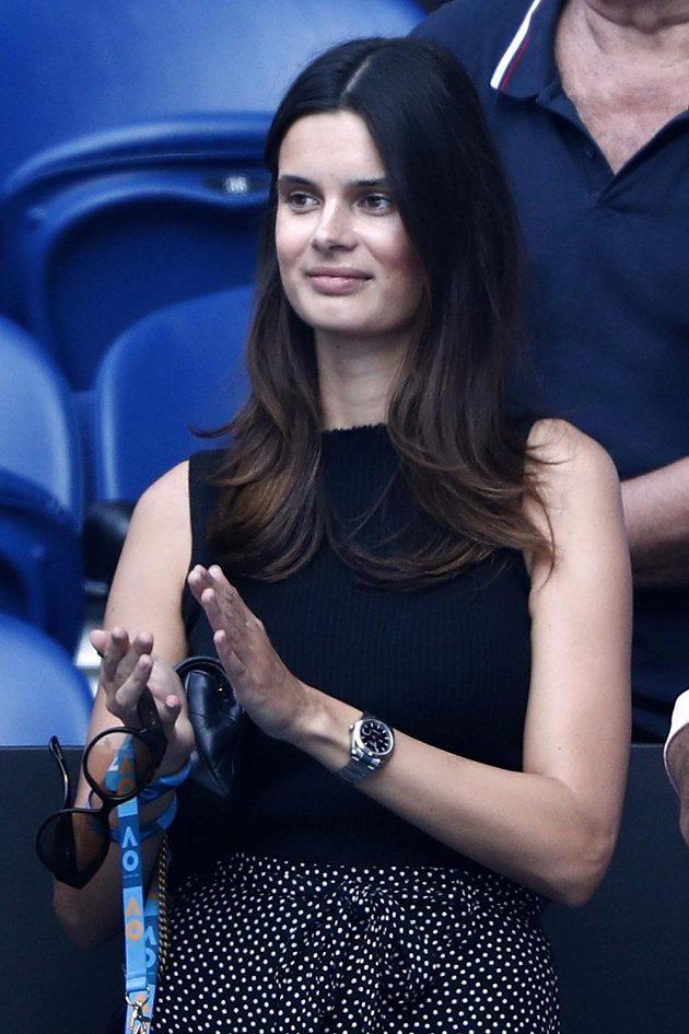 Přítelkyně Milose Raonice Camille Ringoirová v hledišti při utkání svého partnera s Alexanderem Zverevem.