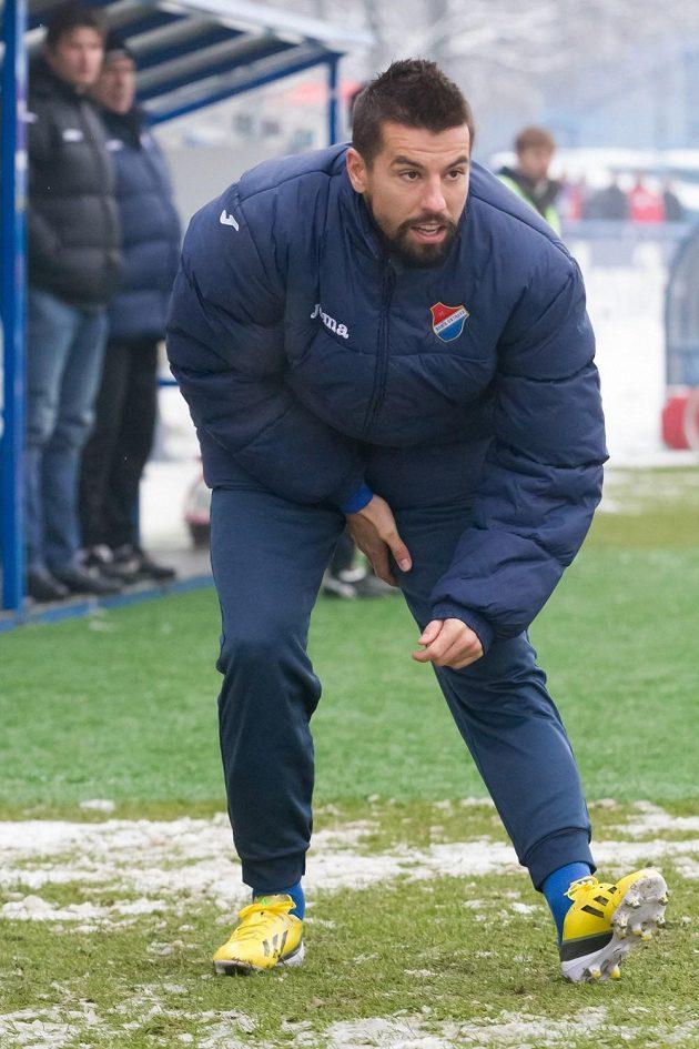 Fanoušci před zahájením zápasu přivítali Milana Baroše (na snímku se rozcvičuje před utkáním), který se do ostravského klubu vrátil po jedenáctiletém působení v zahraničí.