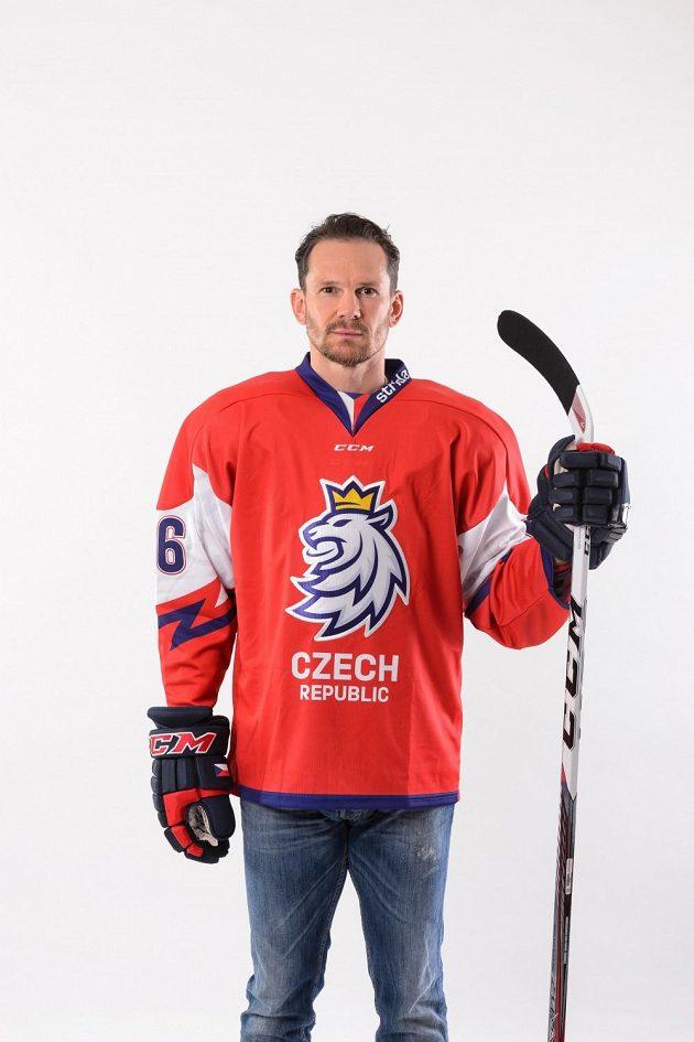 Bývalý český hokejista Patrik Eliáš také oblékl reprezentační dres s revolučním designem.