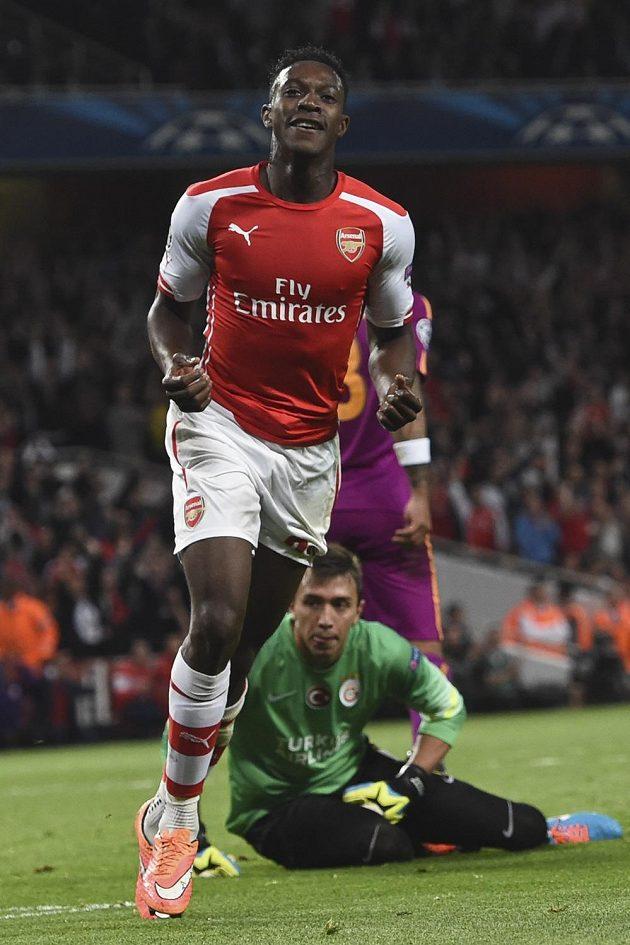 Útočník Arsenalu Danny Welbeck slaví gól proti Galatasaray Istanbul.