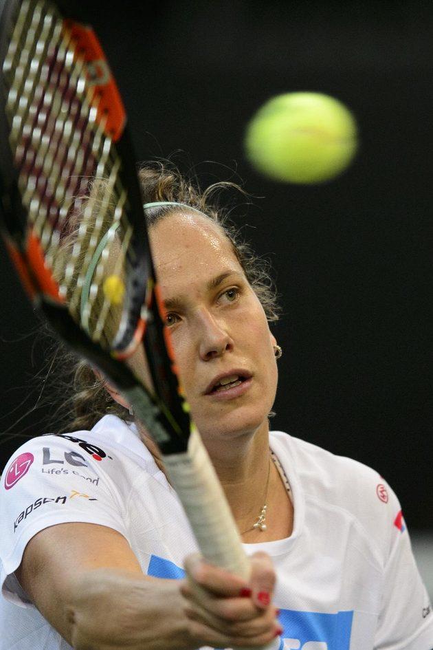 Česká tenistka Barbora Strýcová během tréninku v O2 areně.