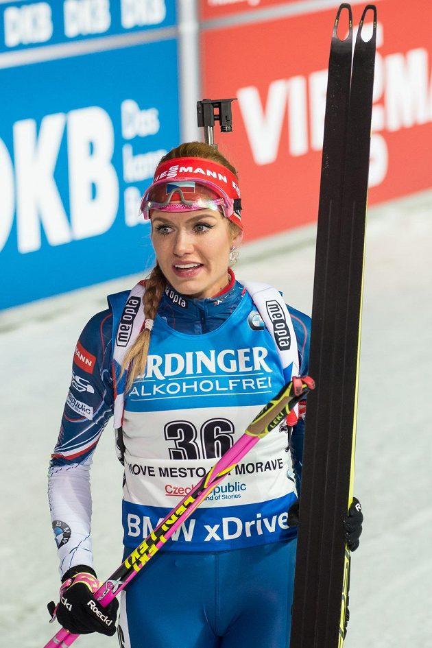 Gabriela Koukalová v cíli sprintu v Novém Městě na Moravě.