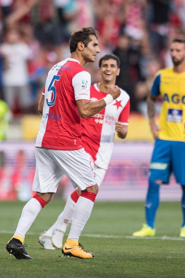 Slávista Halil Altintop oslavuje gól.