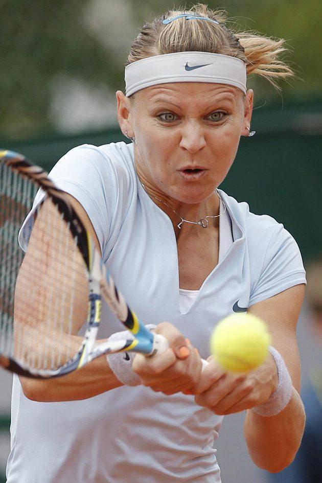 Lucie Šafářová během svého prvního zápasu na French Open proti Jamie Hamptonové.