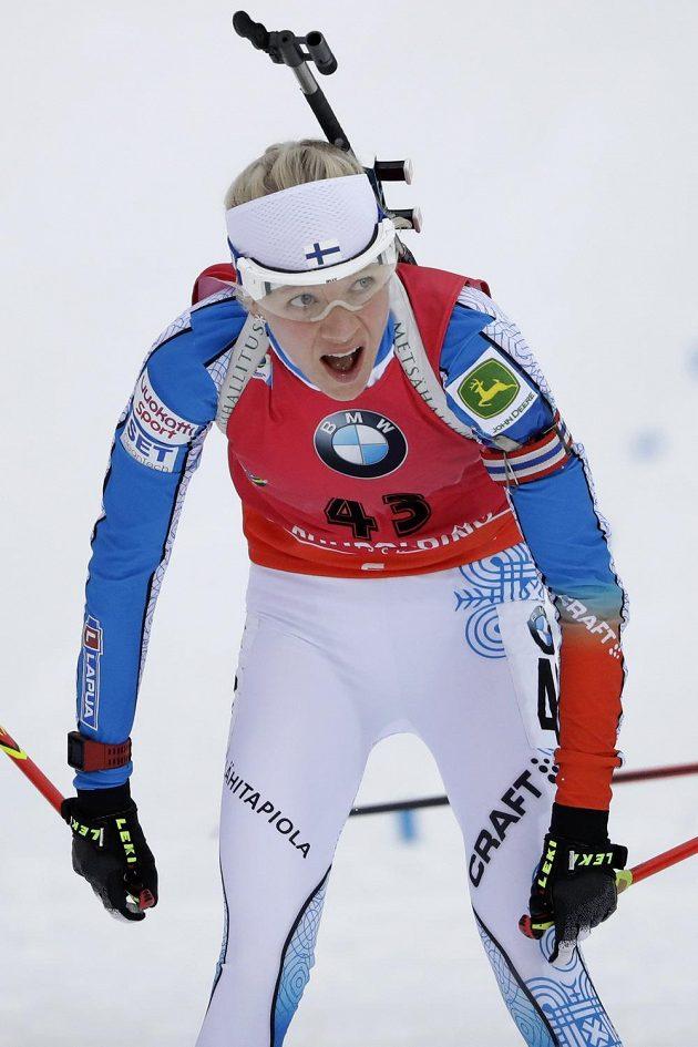 Udýchaná vítězka sprintu v Ruhpoldingu Finka Kaisa Mäkäräinenová.