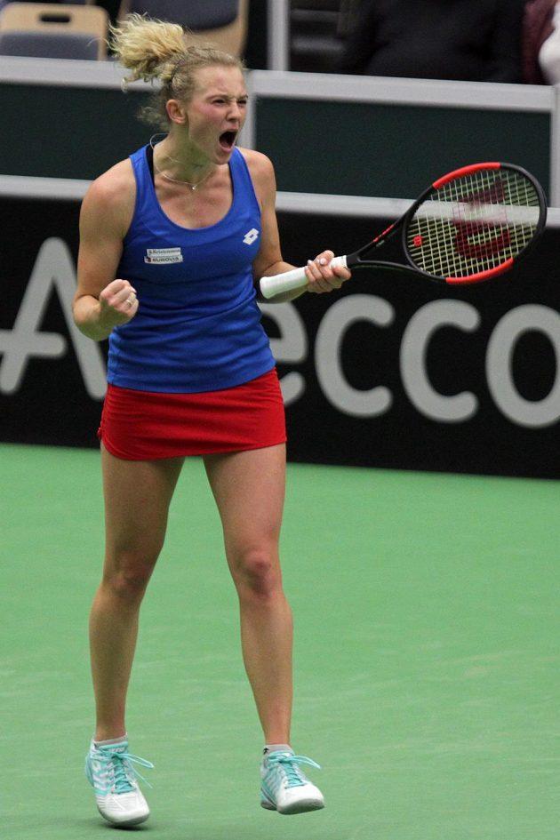 Kateřina Siniaková se raduje z výhry.