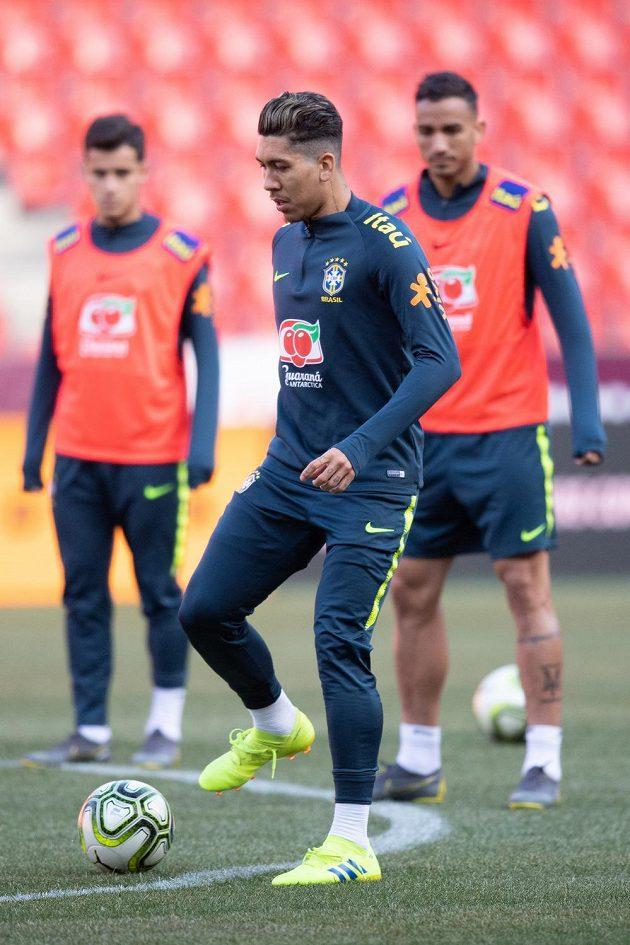 Brazilec Roberto Firmino na tréninku před duelem s Českou republikou.