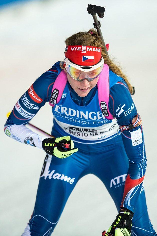 Debutantka Markéta Davidová během sprintu žen ve Vysočina Areně.