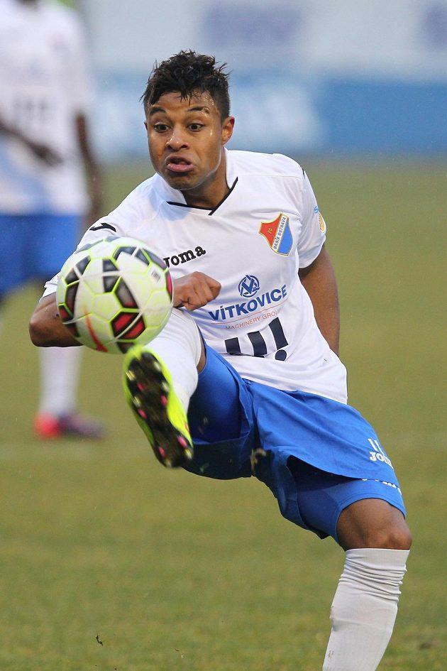 Fotbalista Baníku Dyjan Carlos De Azevedo během zápasu s Libercem.