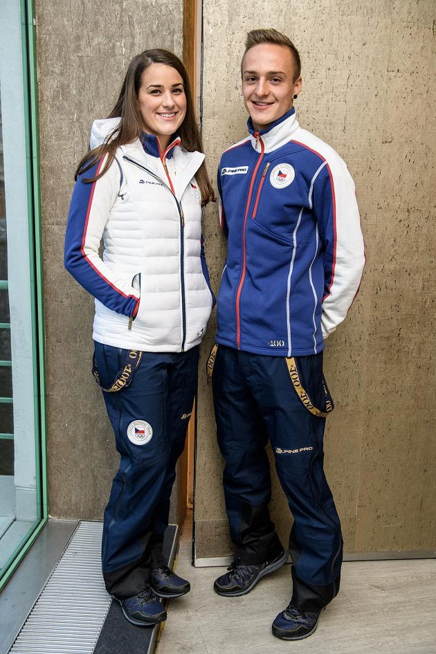 Andrea Zemanová a Tomáš Portyk v olympijské kolekci pro hry v Pchjongčchangu 2018.