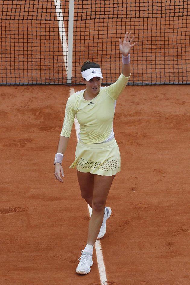 Španělka Garbiňe Muguruzaová slaví triumf na French Open.