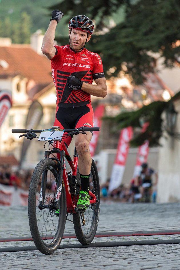Vítězné gesto Floriana Vogela.