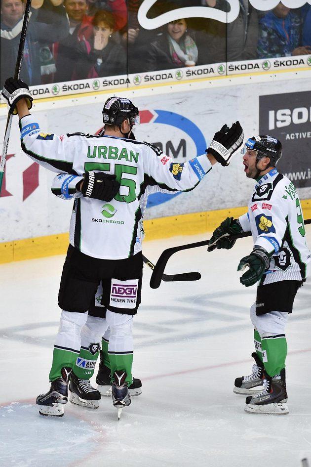 Útočníci Boleslavi Tomáš Urban a David Výborný (vpravo) se radují z gólu proti Hradci.
