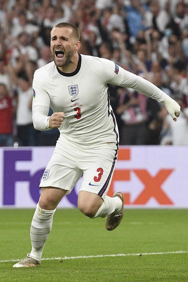 Angličan Luke Shaw poté, co dal ve finále gól Itálii.