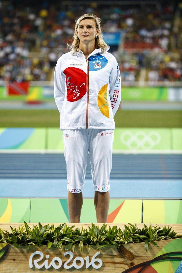 Oštěpařka Barbora Špotáková během medailového ceremoniálu v Riu.