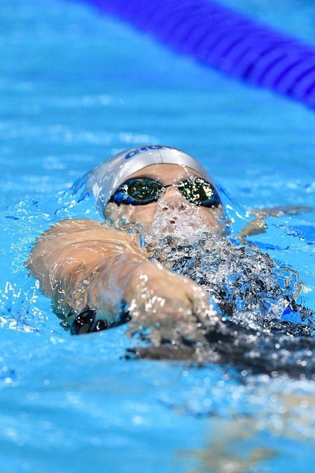 Plavkyně Simona Baumrtová v rozplavbě na 200 m znak.