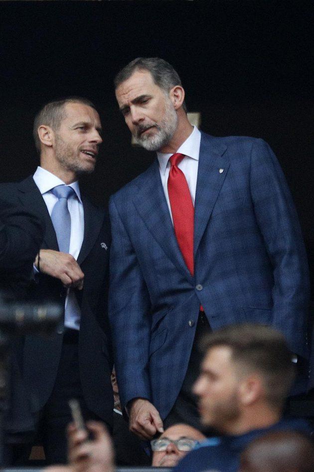 Španělský král Felipe VI. (s červenou kravatou) na finále EL Marseille - Atlético.