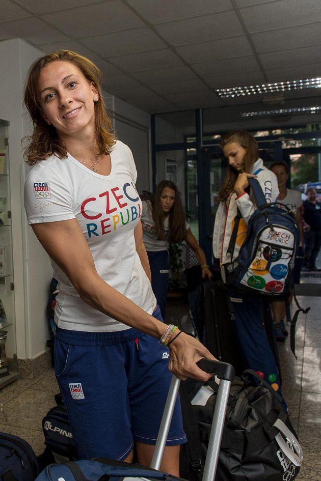 Plavkyně Barbora Závadová během odletu první části olympijské výpravy na LOH do Ria.
