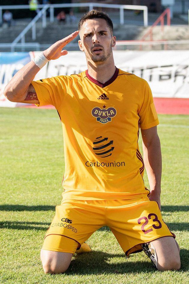Uroš Djuranovič z Dukly oslavuje gól na 1:0 v utkání s Libercem.