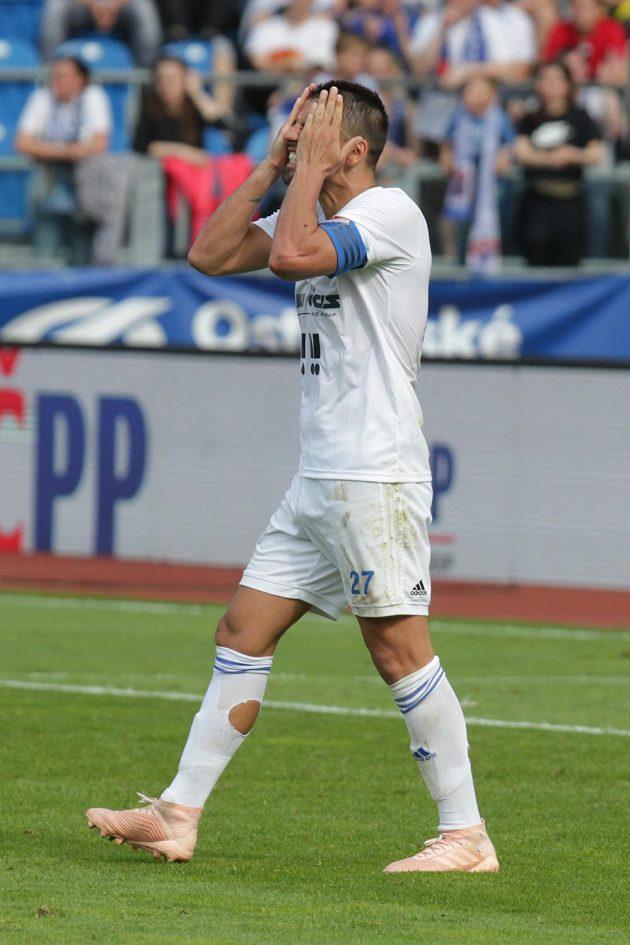 Zkušený útočník Milan Baroš z Ostravy neskrývá zklamaní poté, co jeho Baník nepostoupil do Evropské ligy.