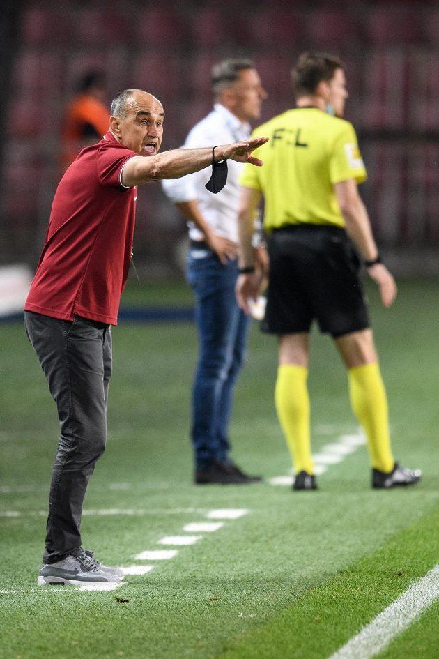 Trenér Sparty Praha Václav Kotal během utkání ve skupině o titul proti Baníku Ostrava.
