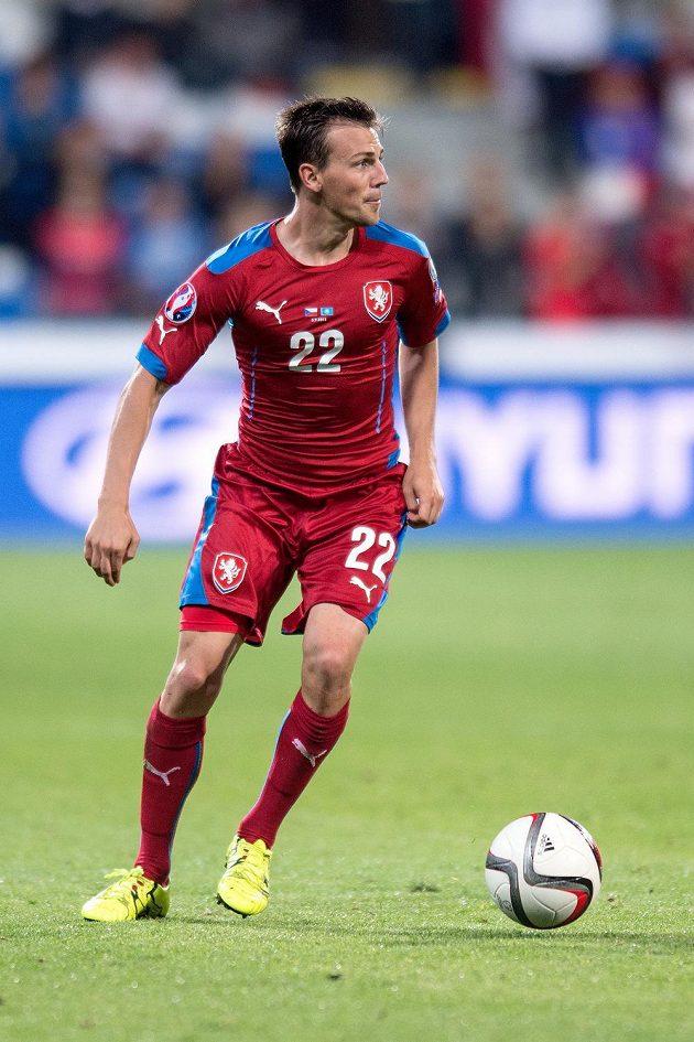 Český záložník Vladimír Darida během kvalifikačního duelu s Kazachstánem.