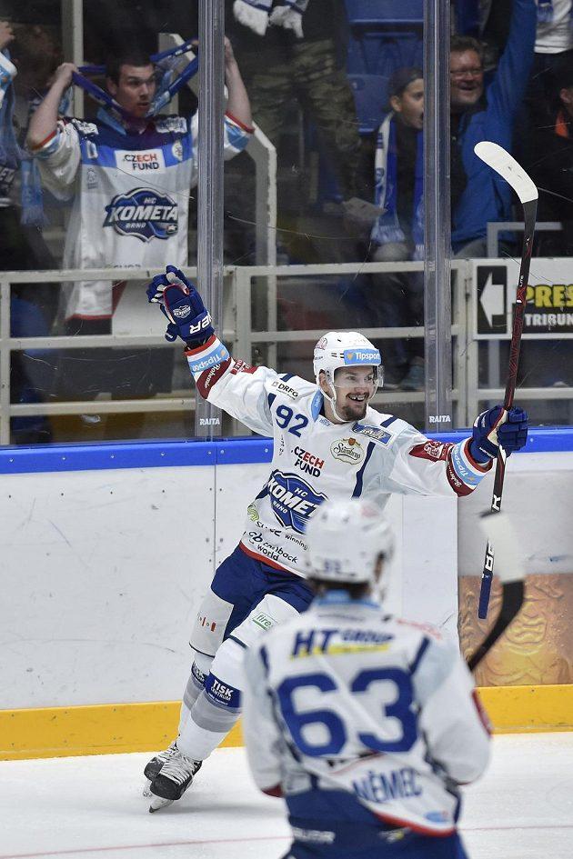 Petr Holík z Brna se raduje z gólu proti Spartě.