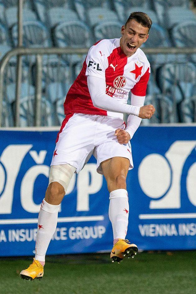 Petar Musa ze Slavie slaví gól v Opavě.
