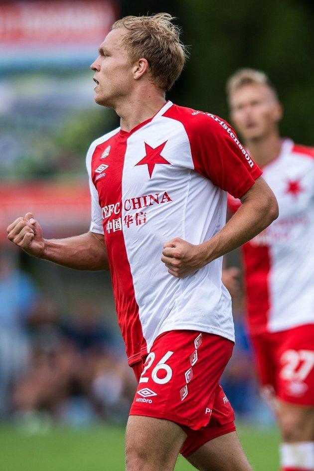 Útočník Slavie Praha Mick van Buren oslavuje svůj gól proti Liberci.