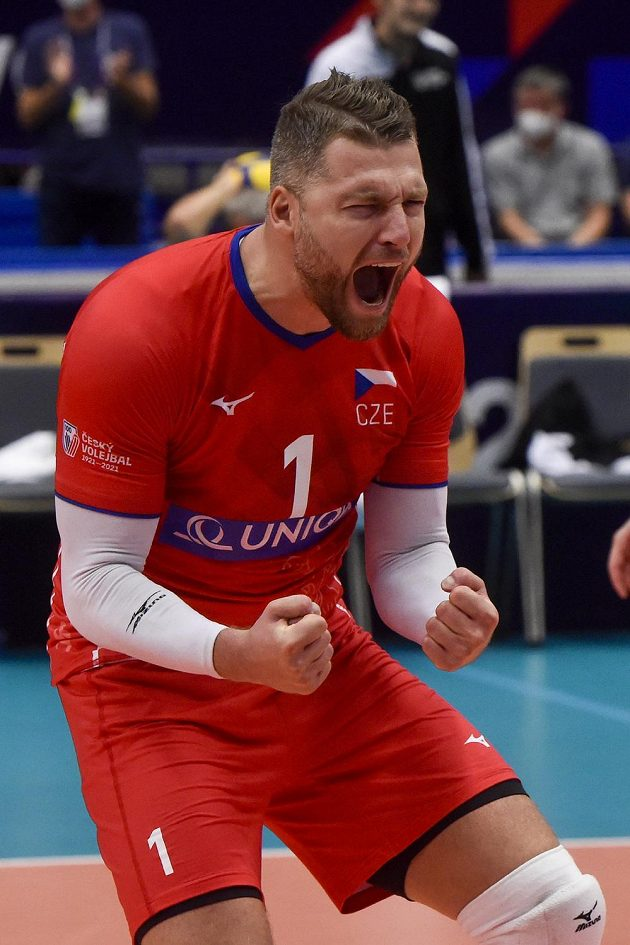 Milan Moník se raduje po výhře nad Francií.