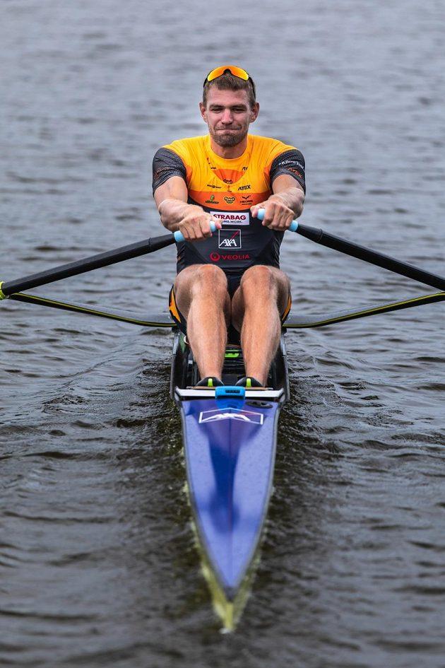 Rozjetý skifař Ondřej Synek.