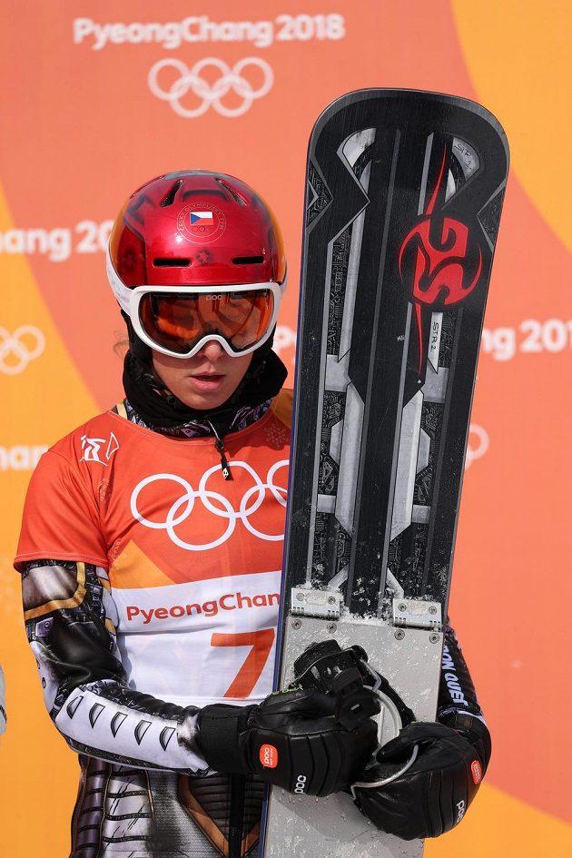 Ester Ledecká v cíli po čtvrtfinále paralelního obřího slalomu na ZOH v Koreji.