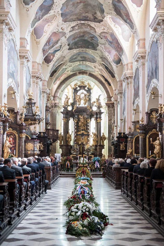 Smuteční obřad v Bazilice Nanebevzetí Panny Marie.
