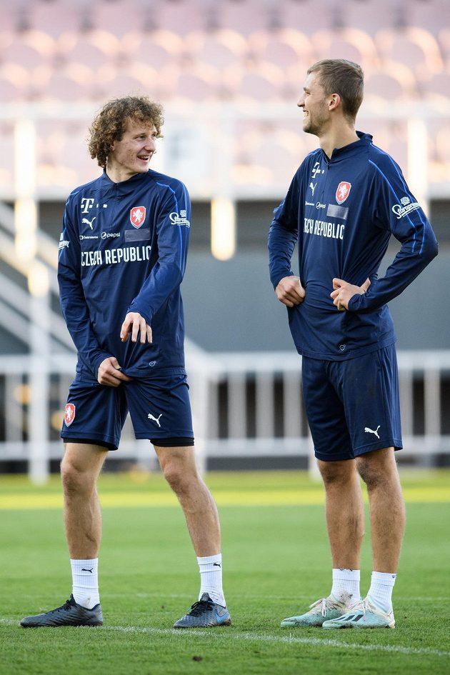 Alex Král (vlevo) a Tomáš Souček během tréninku fotbalové reprezentace před zápasy s Anglií a Severním Irskem.